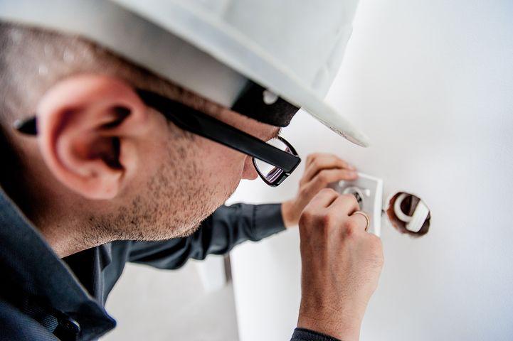 Faites installer l'équipement électrique de votre entreprise à Marseille